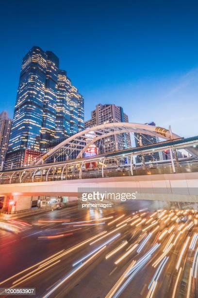 シティスケープビュー 夕暮れ時の空中からバンコクタイの中央ビジネス地区の首都(バンコク、タイ) - シーロム ストックフォトと画像