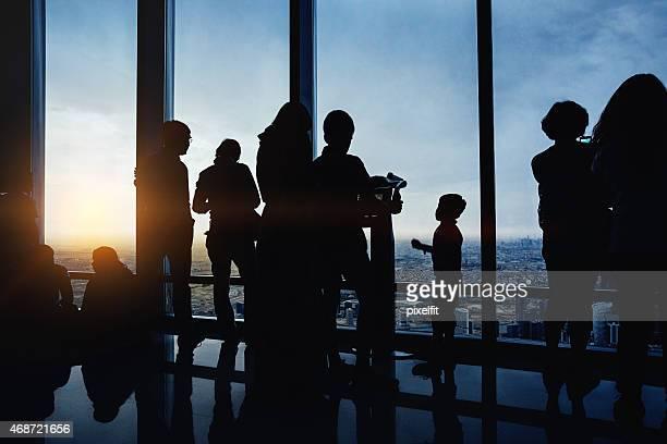 Blick auf die Stadt, Burj Khalifa mit Menschen Silhouetten