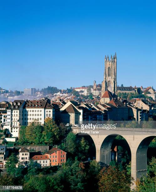 cityscape view of fribourg - フリブール州 ストックフォトと画像