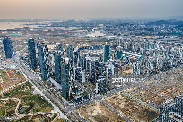 cityscape viewed from rooftop of skyscraper - songdo ibd stock pictures, royalty-free photos & images