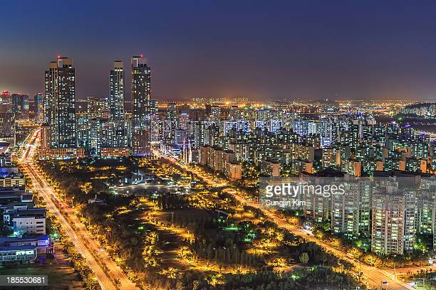 cityscape with buildings and apartments - songdo ibd stock pictures, royalty-free photos & images