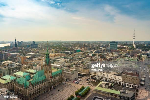 cityscape with city hall and old town, hamburg, germany - hamburgo imagens e fotografias de stock