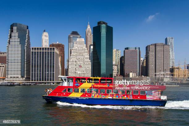 CitySightseeing Cruises, East River, Manhattan, New York, Skyline
