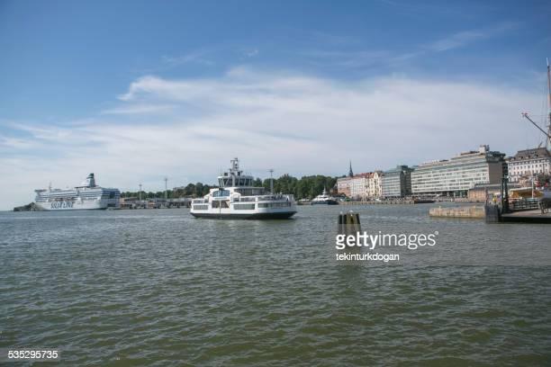 シティビューおよび船舶が港では、フィンランドのヘルシンキ