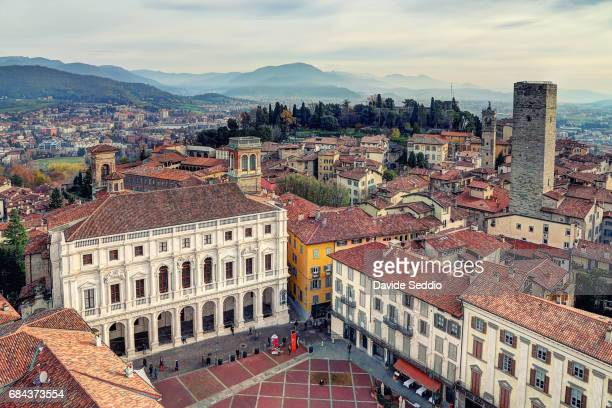 civic tower in the old square (piazza vecchia) - bergamo stock pictures, royalty-free photos & images