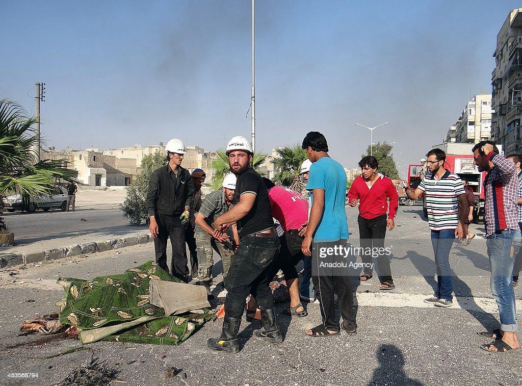 Barrel bomb attacks kill 17 Syrians in Aleppo : News Photo