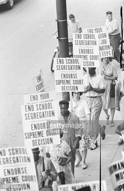 Civil Rights activists lobbying for an end to school segregation during the Republican National Convention in Chicago July 1960 Demonstrators carry...