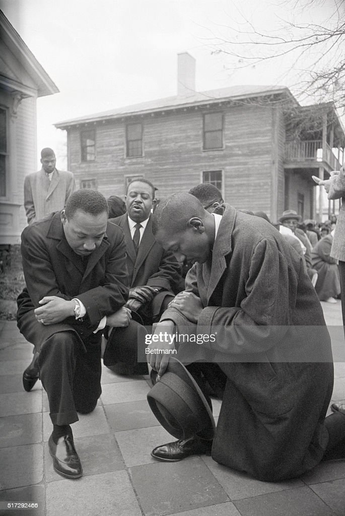 Martin Luther King Jr. Praying with Group : News Photo