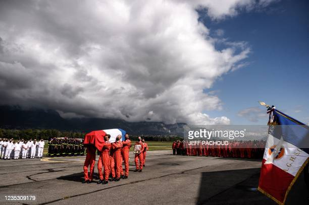 Civil Security members carry the coffin during a tribute ceremony in Le Versoud Aerodrome, Southeastern France, on September 17 of Pierre-Francois...
