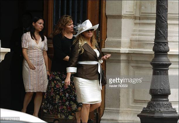 Civil wedding of Eva Longoria and Tony Parker in Paris France on July 06 2007 Guests arrive at the Paris IVth district City Hall Pamela Firestone