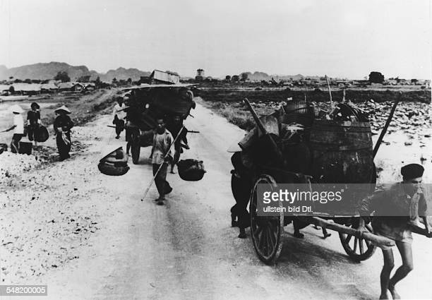 Civilian population from and around Nam Dinh with their few belongings in handcarts on the run from the approaching Viet Minh towards Hanoi - July...