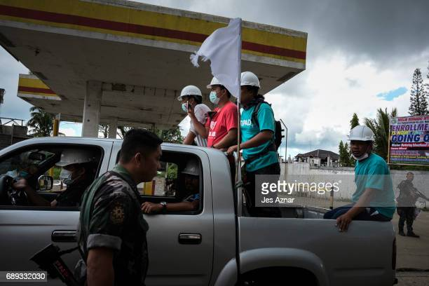 Civilian rescuers pass by a police checkpoint on May 28 2017 in Marawi city southern Philippines Filipino authorities announced on Sunday the...