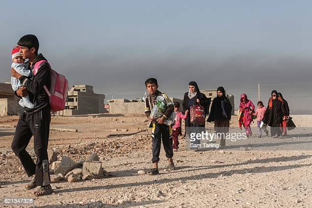 Civilians flee from the Zahara neighbourhood on the north eastern edge of Mosul as fighting continues nearby, on November 6th in Mosul Iraq. Fighting...