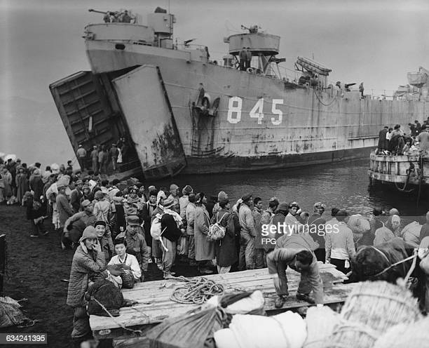 Civilians from Hungnam in North Korea boarding the landing ship 'USS Jefferson County' of the US Navy, as they flee their city during the Korean War,...