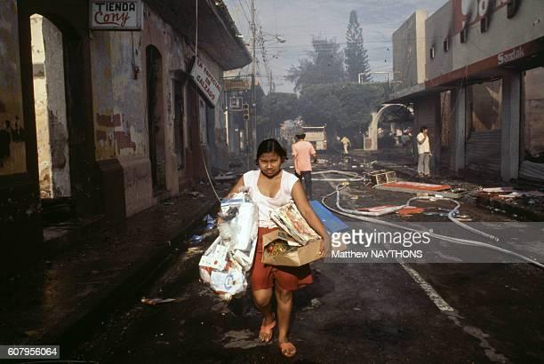 Civils fuyant les combats lors de la révolution sandiniste en 1979 à Managua au Nicaragua