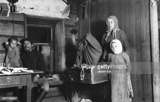 Claerenore Stinnes Weltreisende D Tochter von Hugo Stinnes AutoWeltreise mit CarlAxel Söderström 19271929 Sowjetunion auf dem Weg nach Sverdlovsk...