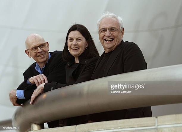 Claes Oldenburg Coosje van Bruggen and Disney Concert Hall architect Frank Gehry before the concert hall walk way in Los Angeles to partake in an...