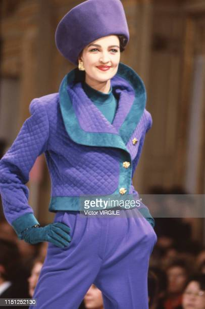 Claire Atkinson walks the runway at the Leonard Ready to Wear Fall/Winter 19921993 fashion show during the Paris Fashion Week in March 1992 in Paris...