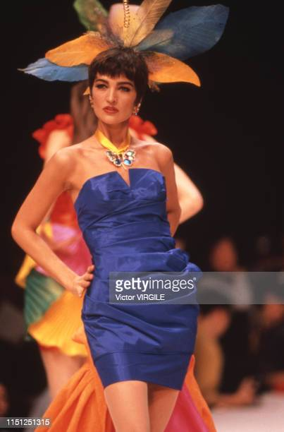 Claire Atkinson walks the runway at the Ungaro Ready to Wear Spring/Summer 1992 fashion show during the Paris Fashion Week in October 1991 in Paris...