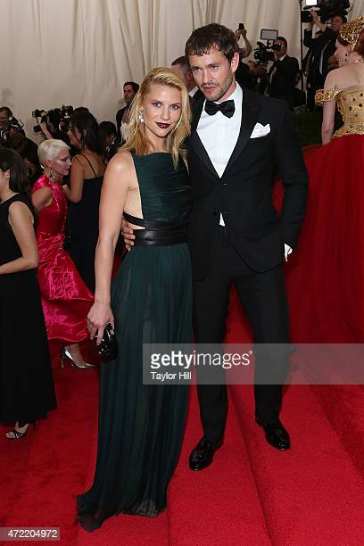 Claire Danes and Hugh Dancy attend 'China Through the Looking Glass' the 2015 Costume Institute Gala at Metropolitan Museum of Art on May 4 2015 in...