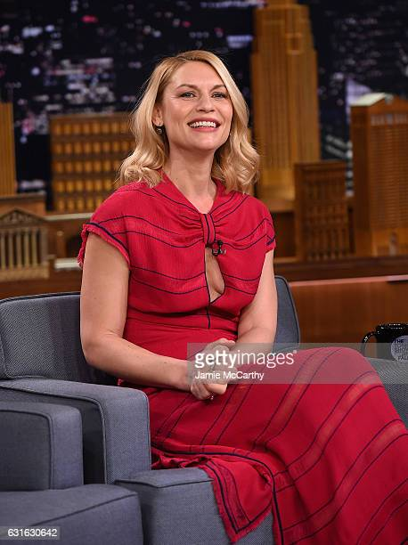 """Claire Danes visits the """"The Tonight Show Starring Jimmy Fallon"""" at Rockefeller Center on January 13, 2017 in New York City."""