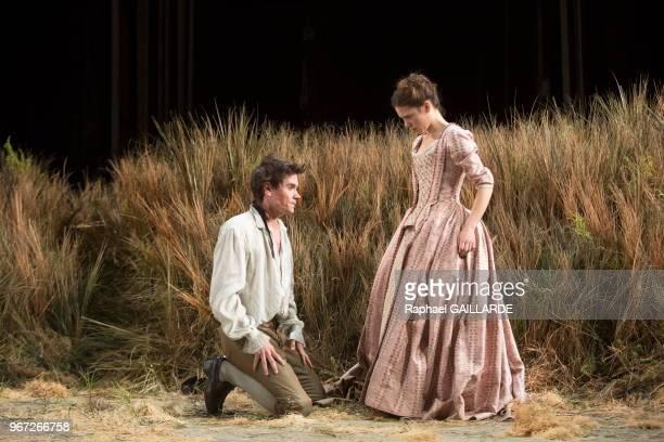 Claire de le Ruë du Can et Loïc Corbery de la troupe de la ComédieFrançaise interprètent dans la salle Richelieu la pièce de théâtre Le PetitMaître...