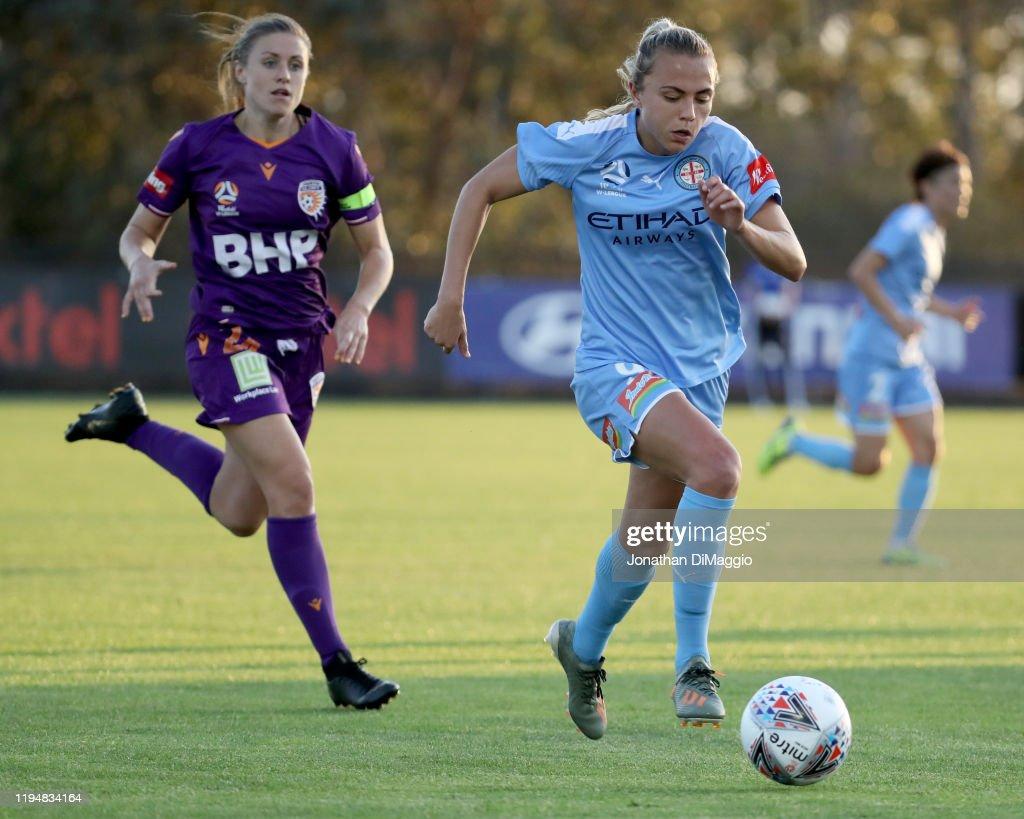W-League Rd 6 - Melbourne City v Perth : ニュース写真