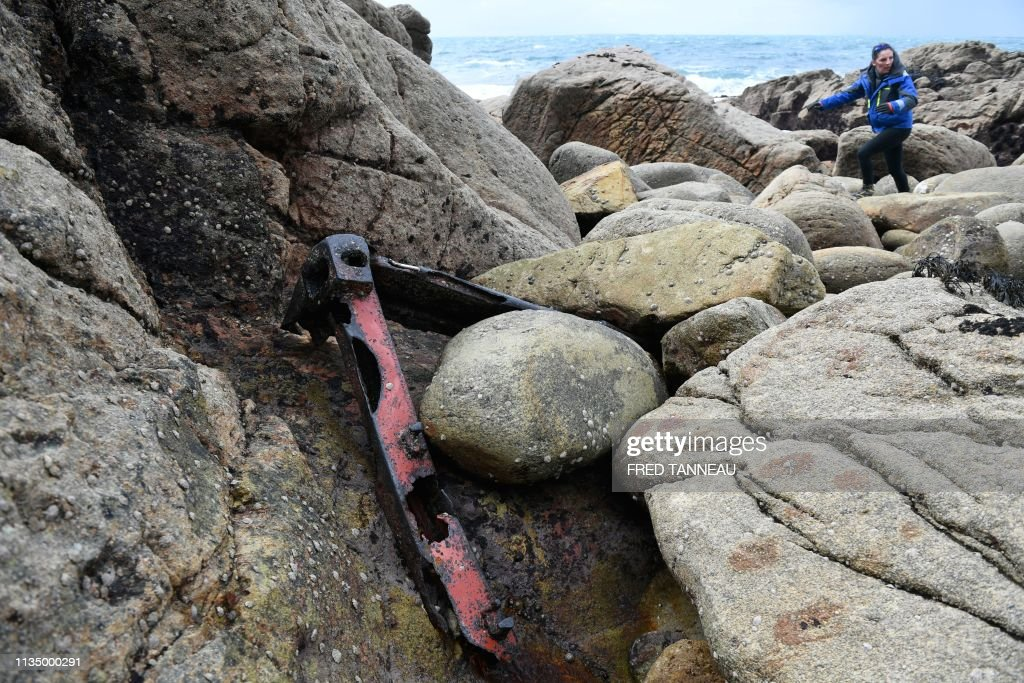 FRANCE-BEACH-GARFIELD-ENVIRONMENT-POLLUTION : News Photo