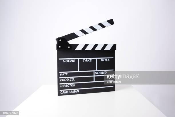 Clapperboard sur blanc table