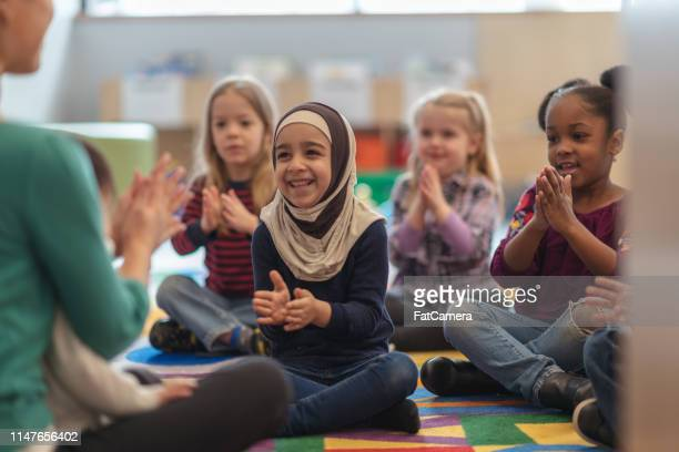clapping along - refugee stock pictures, royalty-free photos & images