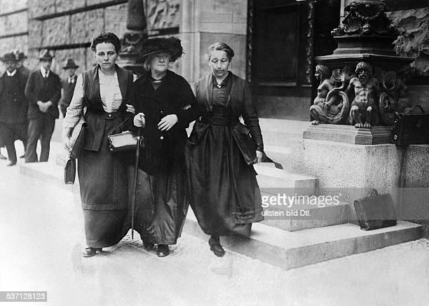 Clara Zetkin Politikerin D mit Lore Agnes und Mathilde Wurm 1920