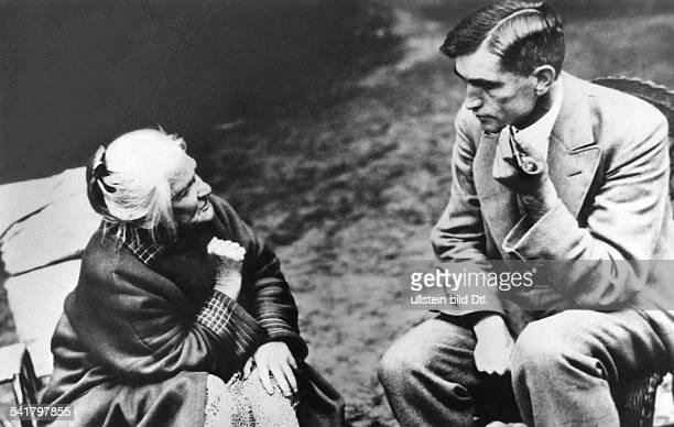 Clara Zetkin*05071857 Politikerin SPD / KPD D mit dem KPDPolitiker undReichstagsabgeordneten Theodor Neubauerim Gespräch 1931