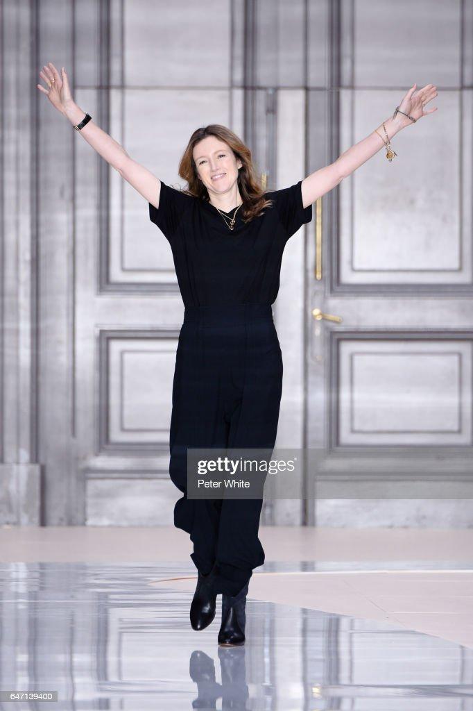Chloe: Runway - Paris Fashion Week Womenswear Fall/Winter 2017/2018 : ニュース写真