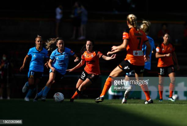 Clare Wheeler of Sydney FC looks upfield during the round eight W-League match between Sydney FC and the Brisbane Roar at Leichhardt Oval, on...