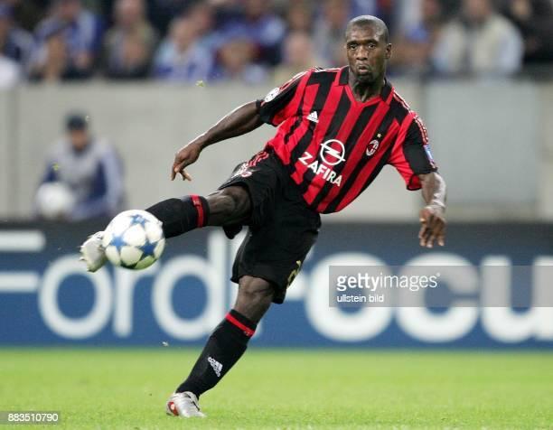 Clarence SEEDORF Mittelfeldspieler AC Mailand Niederlande schiesst den Ball volley
