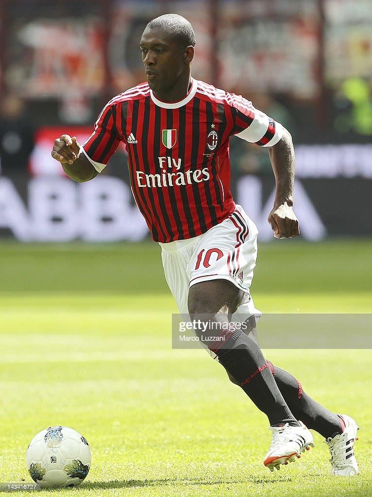 AC Milan v Bologna FC  - Serie A : News Photo