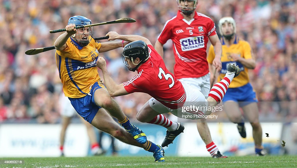 Clare's Shane O'Donnell goes past Cork's Shane O'Neill. All/Ireland Hurling Final 2013, Mandatory Credit ©INPHO/James Crombie