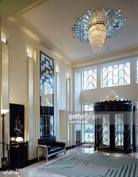 Claridges London United Kingdom Architect Architect Unknown Claridges Foyer With Glass Chandelier And A Lalique Base Beneath A Deco Deet Etching