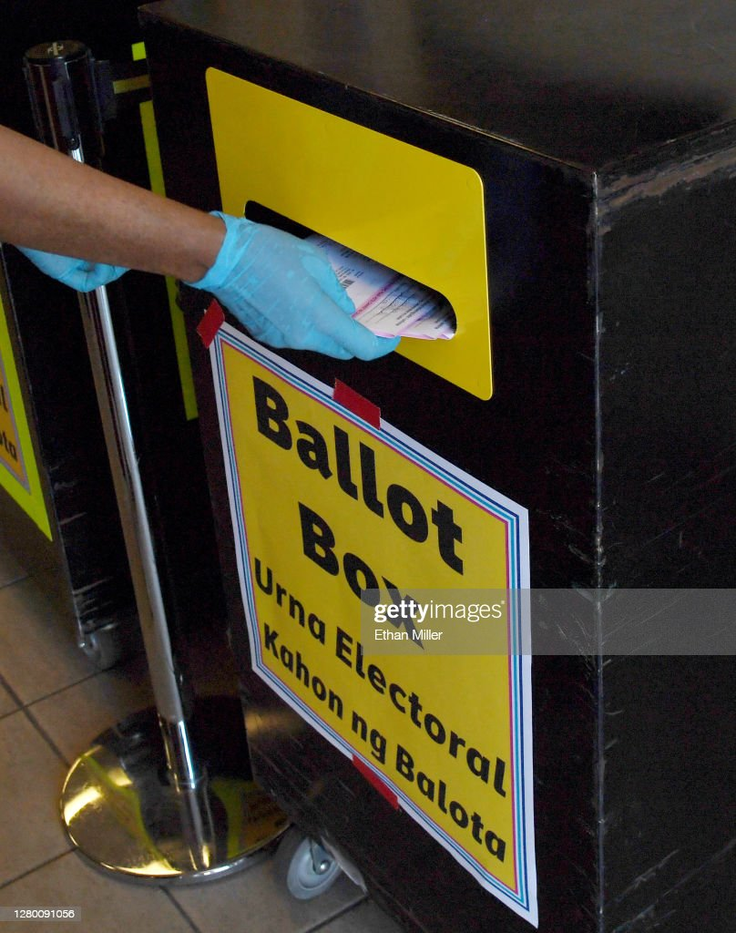 Voters Drop Off Ballots In Nevada : News Photo