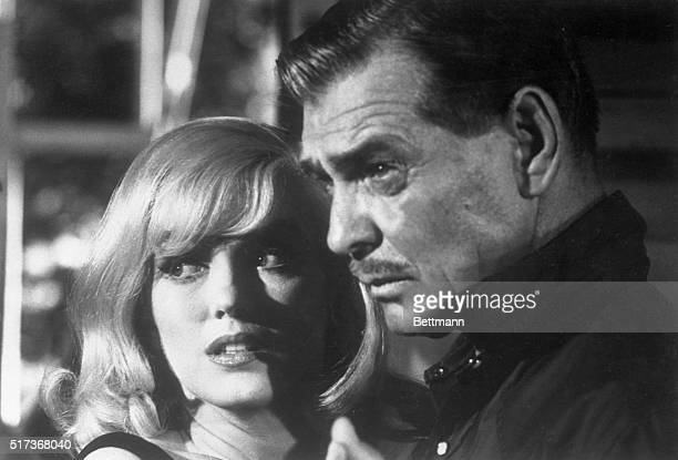 Clark Gable and Marilyn Monroe as Gay Langland and Roslyn Taber in The Misfits