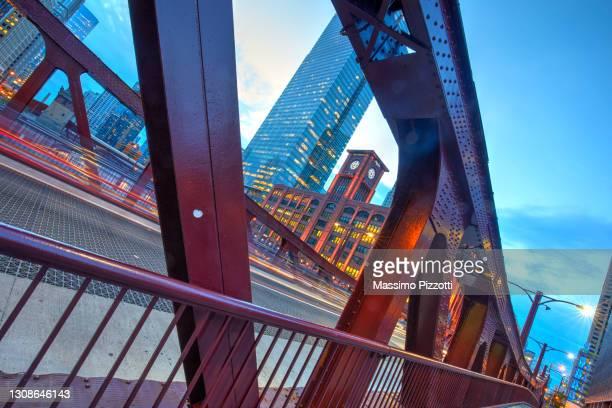 clark street bridge in chicago - massimo pizzotti foto e immagini stock
