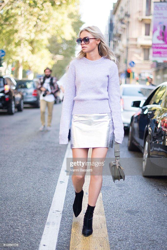 Street Style: September 25 - Milan Fashion Week Spring/Summer 2017 : News Photo