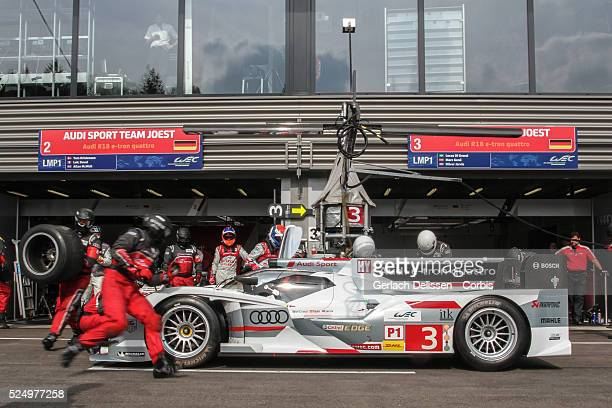 Class Audi Sport Team Joest Audi R18 e-tron quattro of Marc Gene / Lucas Di Grassi / Oliver Jarvis , tire change in the pit-lane during Free Practice...