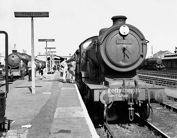 Class D16 4-4-0 No 62566 arrives at Cambridge from King?s Lynn, whilst class B1 4-6-0 No.61091 waits to depart for King?s Cross, London.