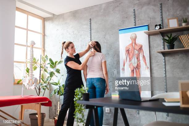 class of acupunctre therapy - free business coaching stock pictures, royalty-free photos & images