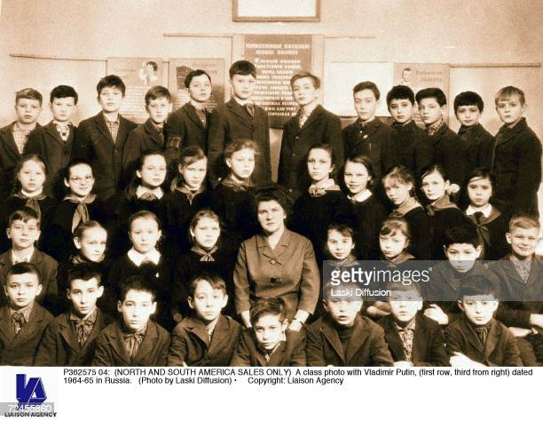 A class photo with Vladimir Putin dated 196465 in Russia
