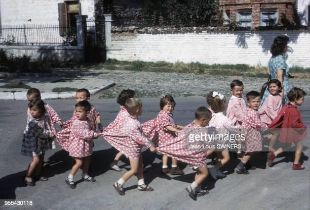 Classe d'une école maternelle dans la rue à Korçë Albanie