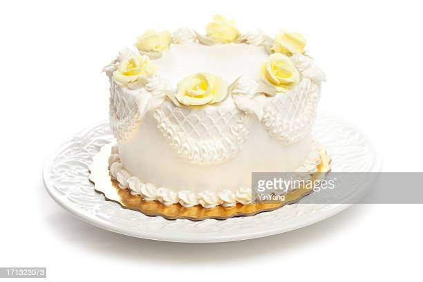 Classic Cake with White Icing and Yellow Rose Decoration Hz