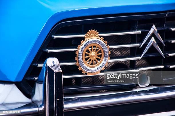 classic cars: citroën ies-3cv súper américa - cowcatcher stock pictures, royalty-free photos & images