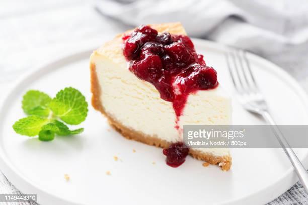 classic cheesecake with cherry sauce - チーズケーキ ストックフォトと画像